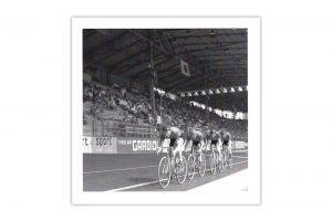 track-race-bicycle-greeting-card