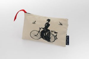 bicycle-purse-chase-and-wonder